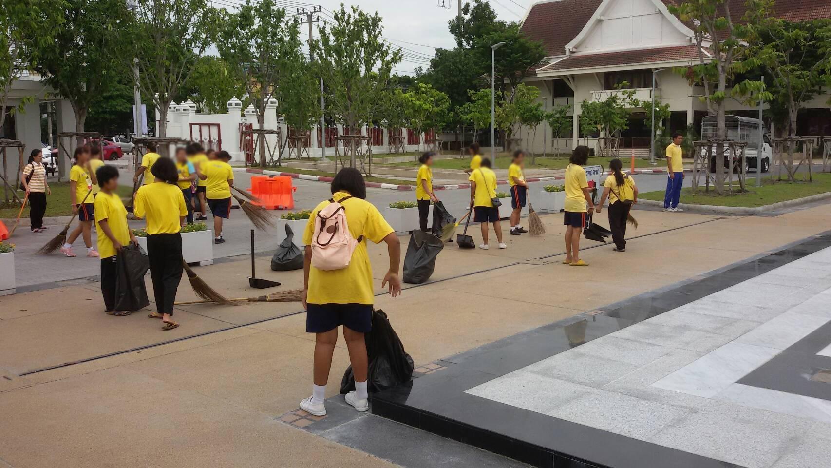 วันที่ 12 กรกฎาคม 2561 ทีมสหวิชาชีพจากบ้านราชาวดีหญิง พร้อมเด็กในความอุปการระ ร่วมกันทำความสะอาด ณ วัดชลประทาน  (จิตอาสา รุ่นที่2)